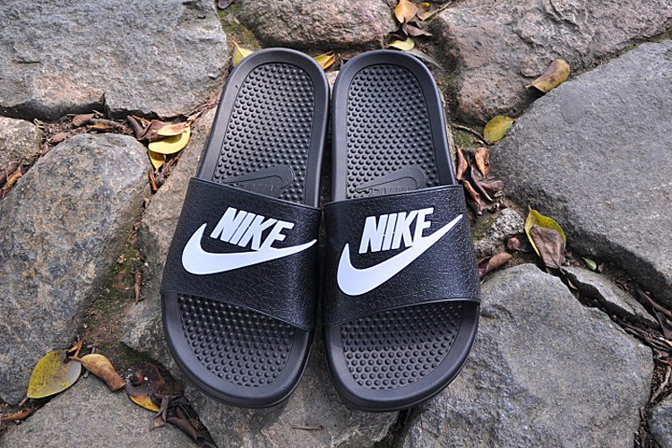 2015 Nike Sandal Black White