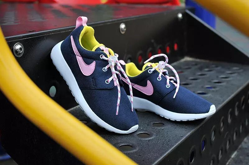 Kids Nike Roshe Run Black Pink White Shoes