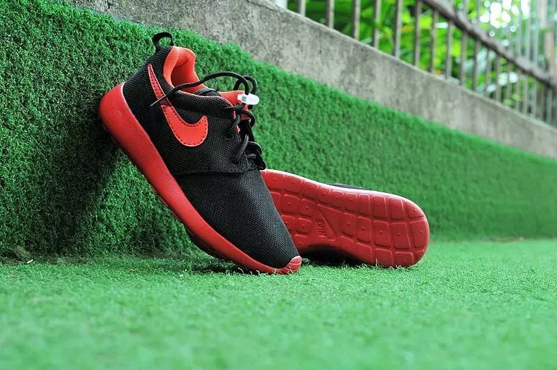 Kids Nike Roshe Run Black Red Shoes